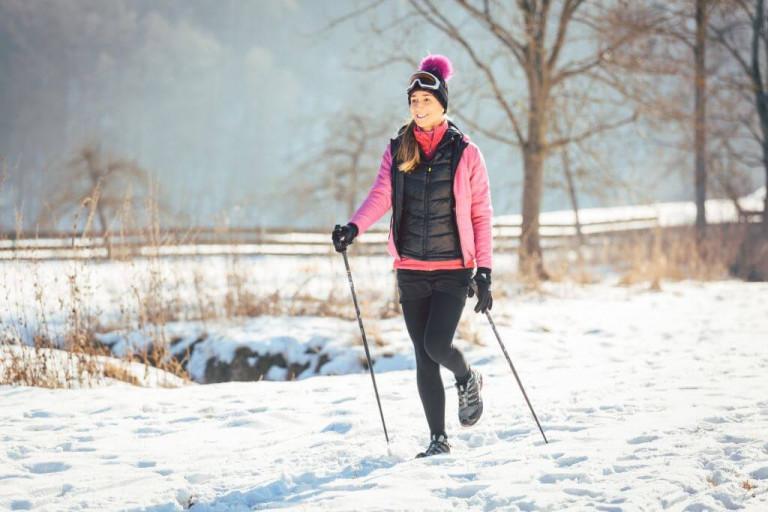 Nordic Walking im Winter. – © Bildagentur PantherMedia / Kzenon